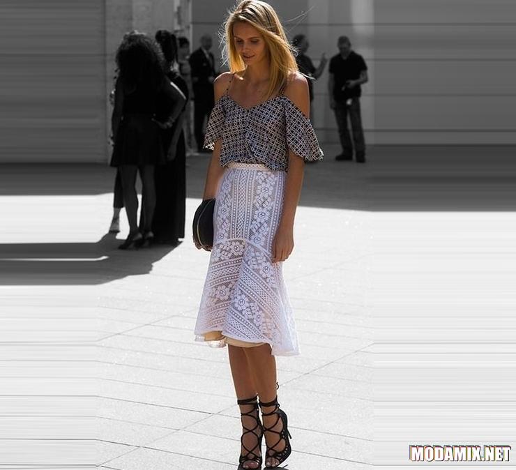 Белая кружевная юбка миди