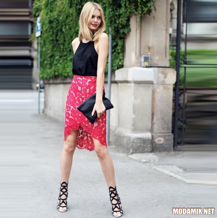 Красная кружевная юбка с черным верхом