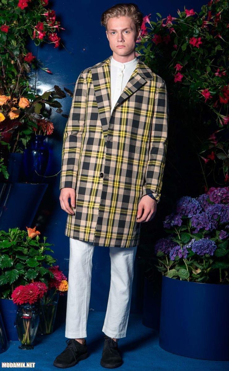 Фото мужского пальто в шотландскую клетку