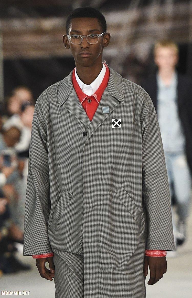 Фото мужского пальто в черно-белую клетку