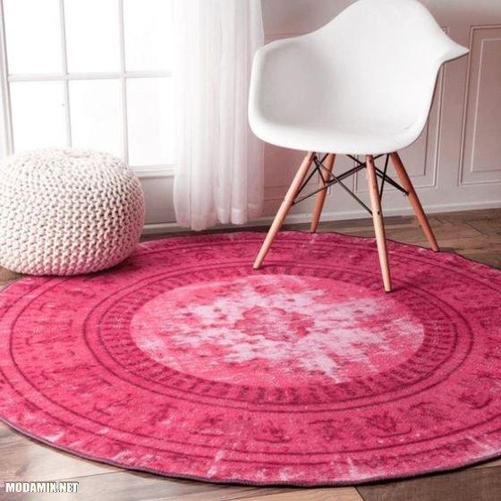 PANTONE 17-2034 Pink Yarrow в интерьере комнаты