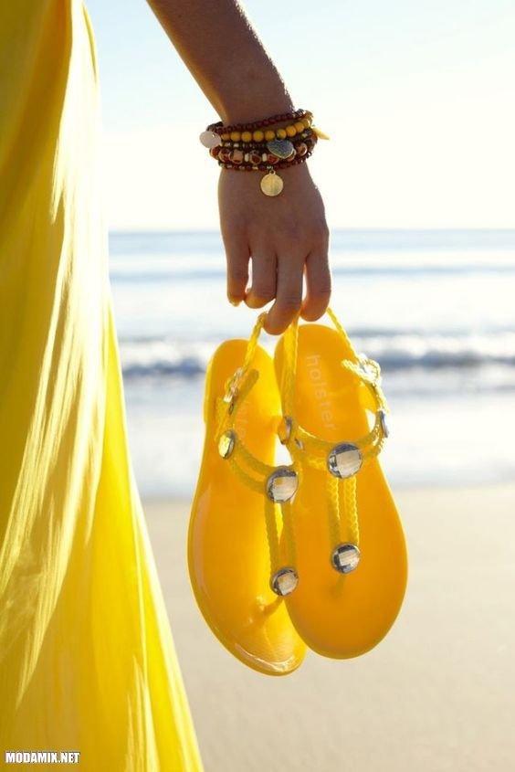 PANTONE 13-0755 Primrose Yellow в пляжном экстерьере