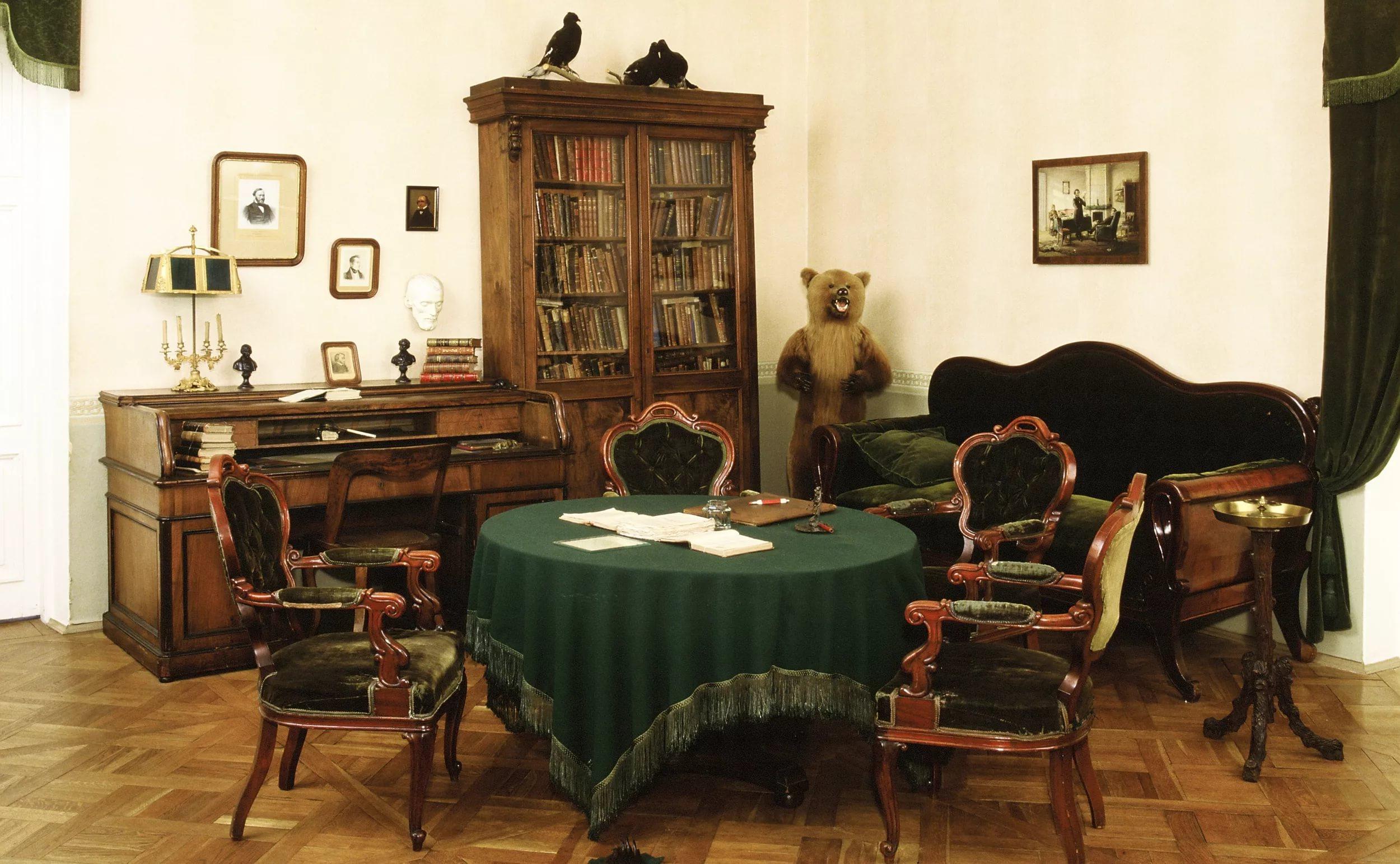 Музей-квартира Некрасова в Петербурге. Фото