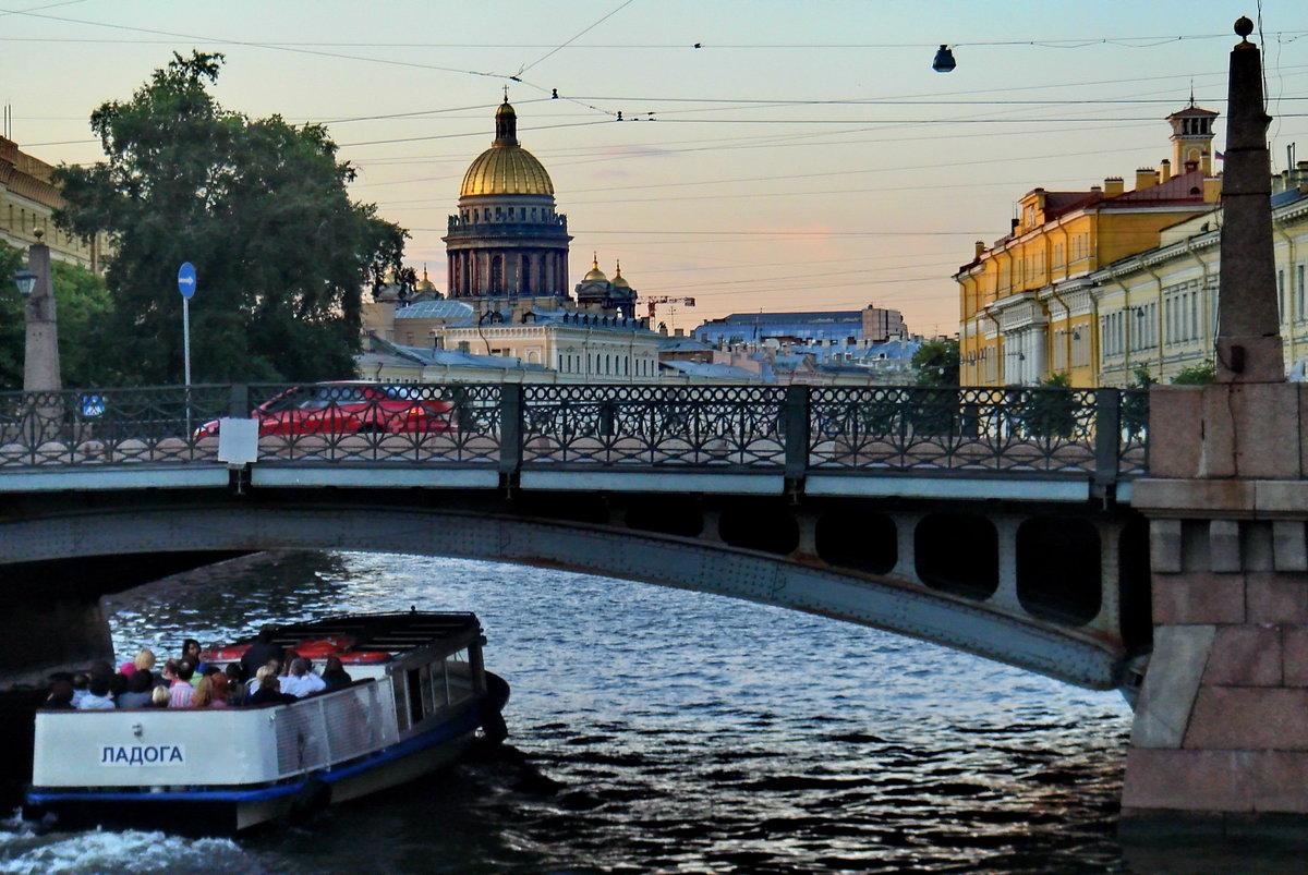 Мост Поцелуев в Санкт-Петербурге. Фото