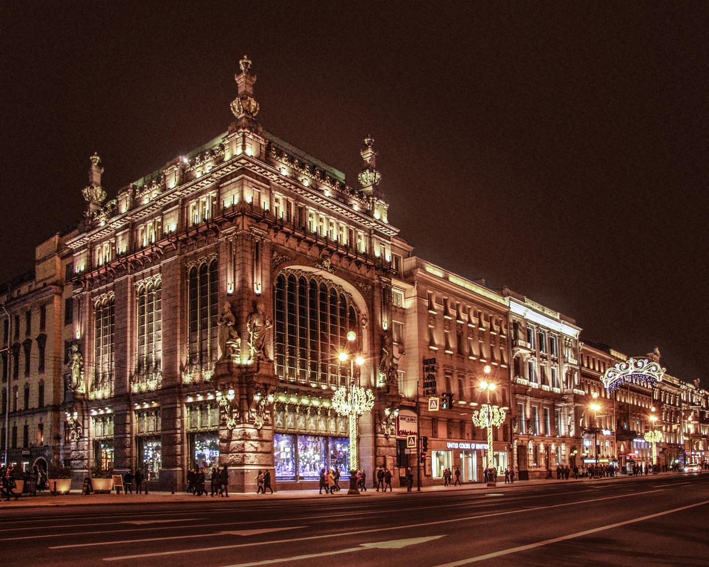 Елисеевский магазин в Санкт Петербурге. Фото